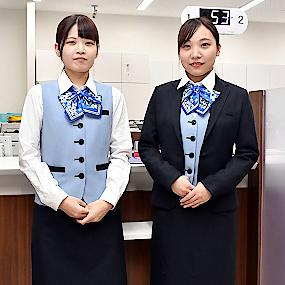 女性行員の制服一新 鳥銀、創立70周年機にサムネイル
